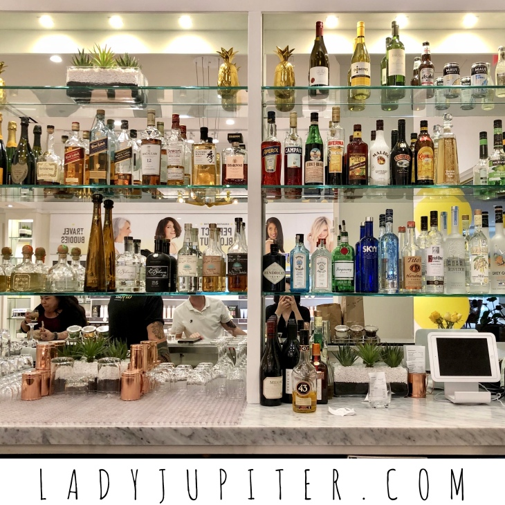 Dry Bar has a great bar, highly recommended. #drybarwaikiki #hairandcocktails