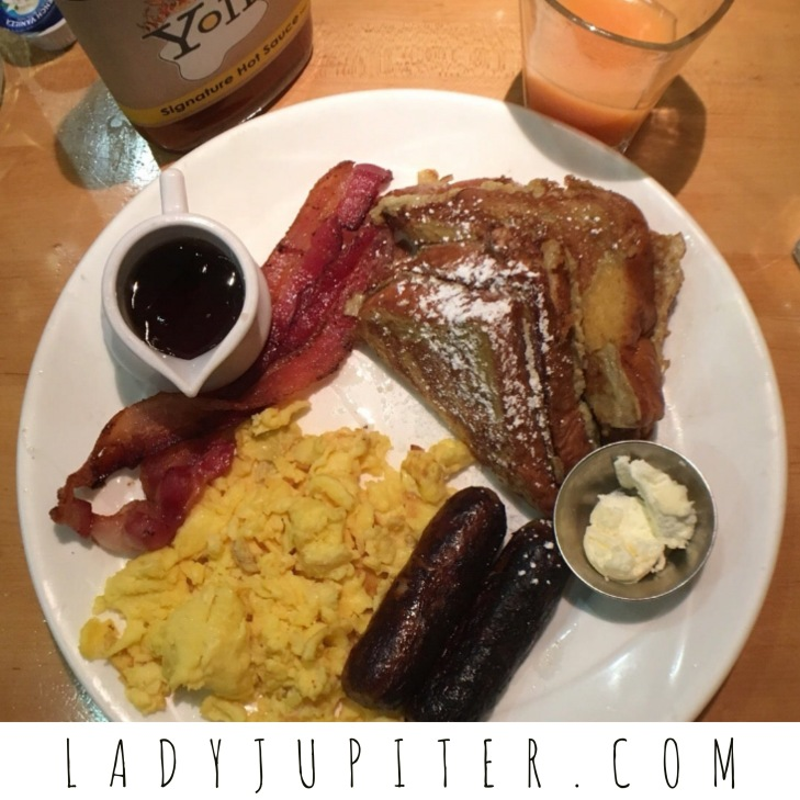 Thinking about Chicago today, so I'm sharing my downtown favorites. Brunch at Yolk. #ChicagoIL #Yolk #brunch